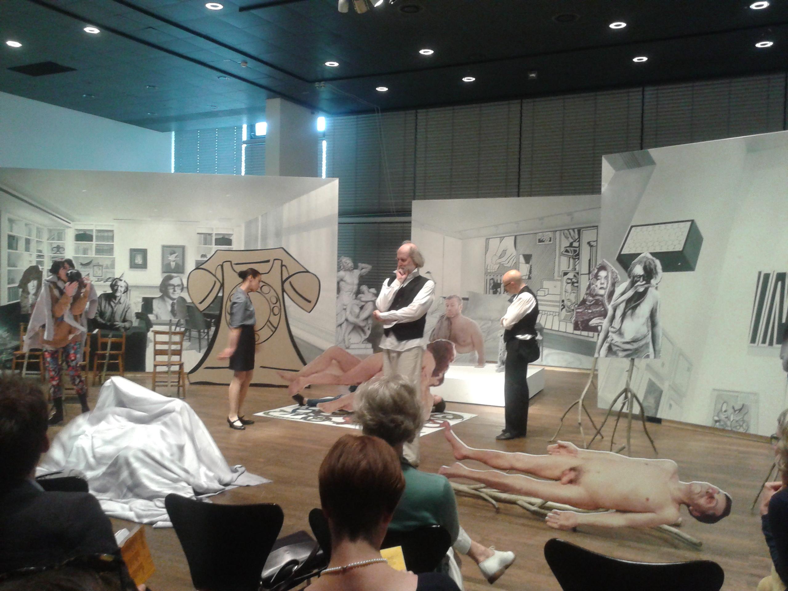 """Goshka Macuga, """"Preparatory Notes for aChicago Comedy"""", premiera podczas dni prasowych 8. Berlin Biennale"""