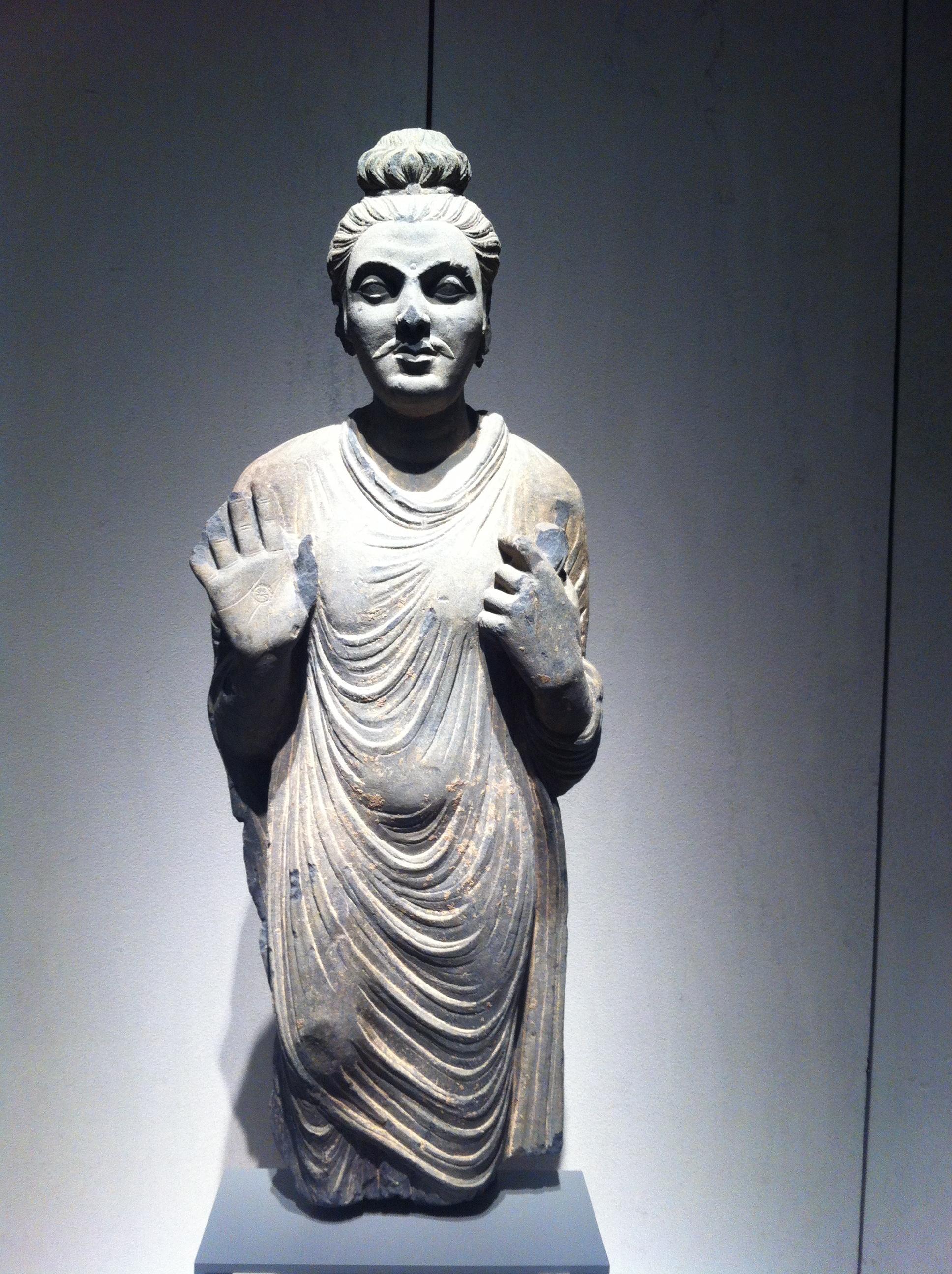 Stojący Budda, Gandar, Iwiek n.e., kolekcja Muzeum Dahlem, fot.K. Wielebska
