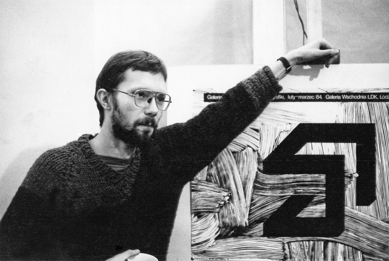 Zbigniew Zieliński Autor logo Wschodniej zzaprojektowanym przezsiebie plakatem pierwszej wystawy wgalerii 1984