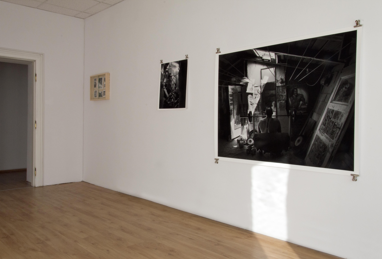 Bartek Wieczorek, 52°13′56″N 21°00′30″E, widok wystawy, Poznańska Galeria Nowa