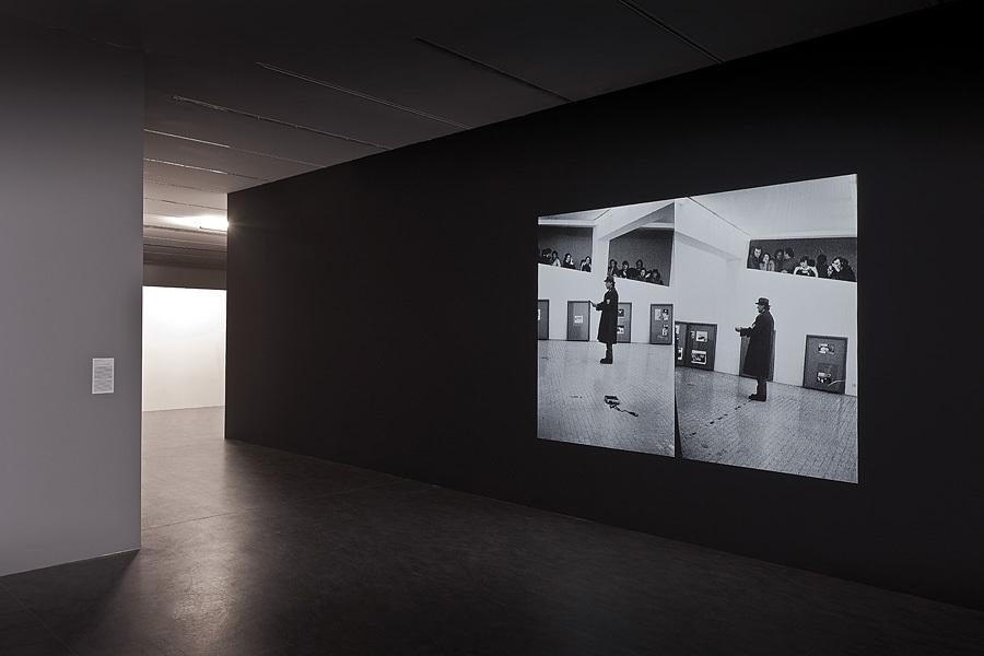 Katharina Sieverding, Arena Beuysa, Rzym 31.10.1972, 1972–2014, widok instalacji wCentrum Sztuki Współczesnej Znaki Czasu, dzięki uprzejmości artystki iVG Bild-Kunst, Fot.Wojciech Olech