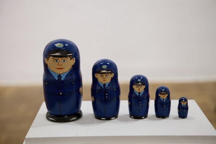 """Ksenia Hnylytska, """"Policyjne matrioszki"""", 2013"""