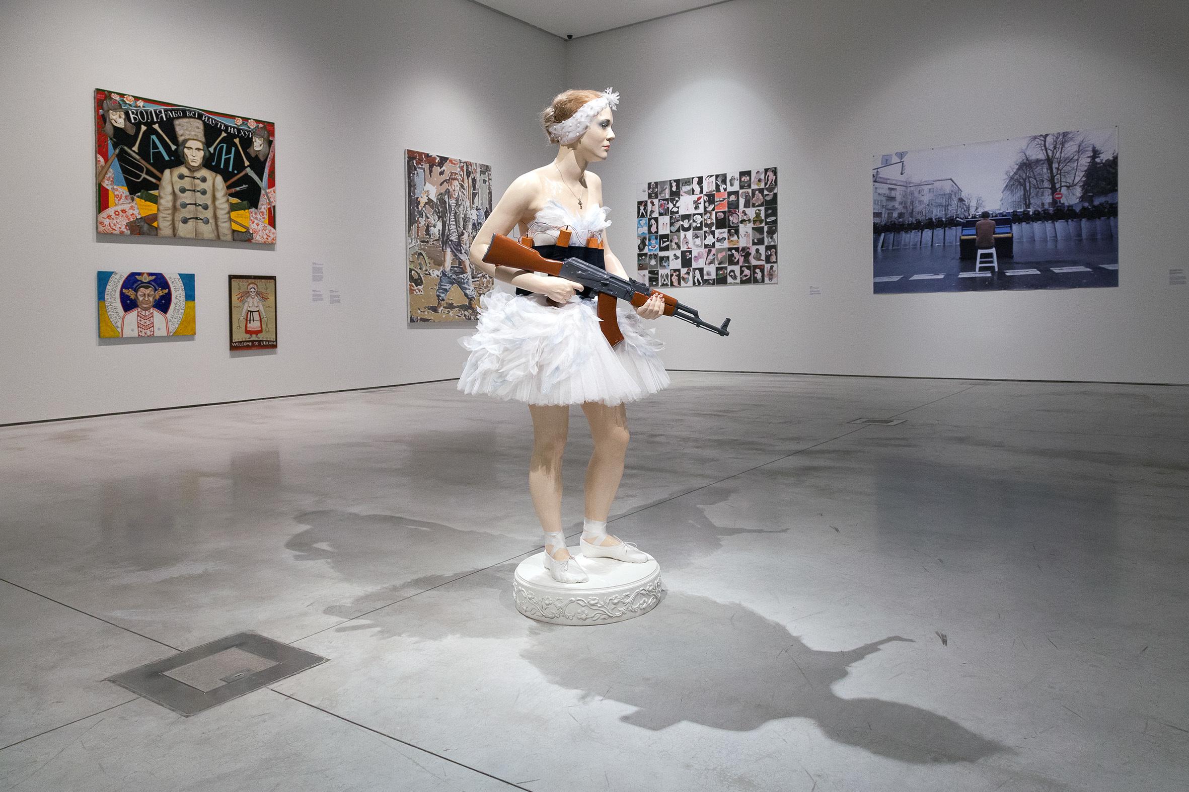 """""""Jestem kroplą wmorzu. Sztuka ukraińskiej rewolucji"""", widok nawystawę"""