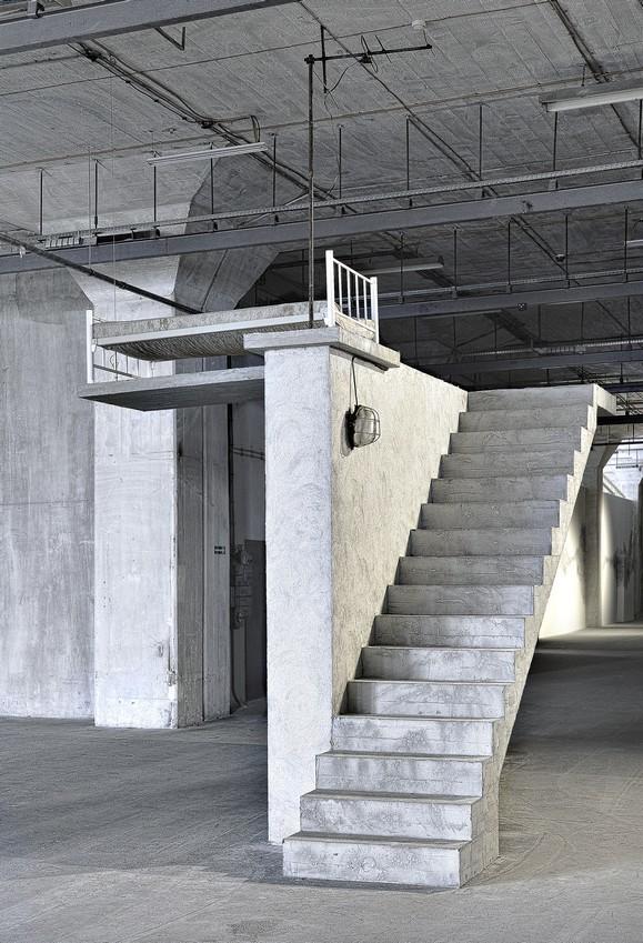 Hiwa K, Kawalerka, instalacja, 2008
