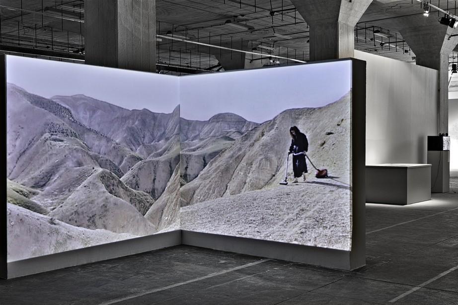 Raeda Sa'adeh, Próżnia, instalacja wideo, 2007