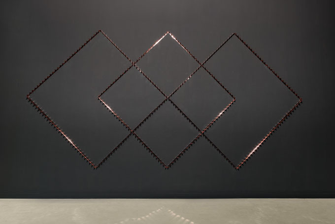 "Patrick Hamilton, ""Intersection: Six Copper Diamonds"", 2014, instalacja"