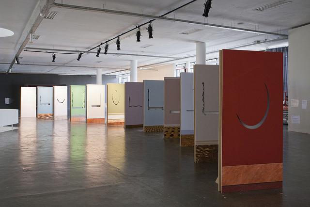 Widok instalacji Walid Raad, fot.Pedro Ivo Trasferetti  Biennale São Paulo, 2014