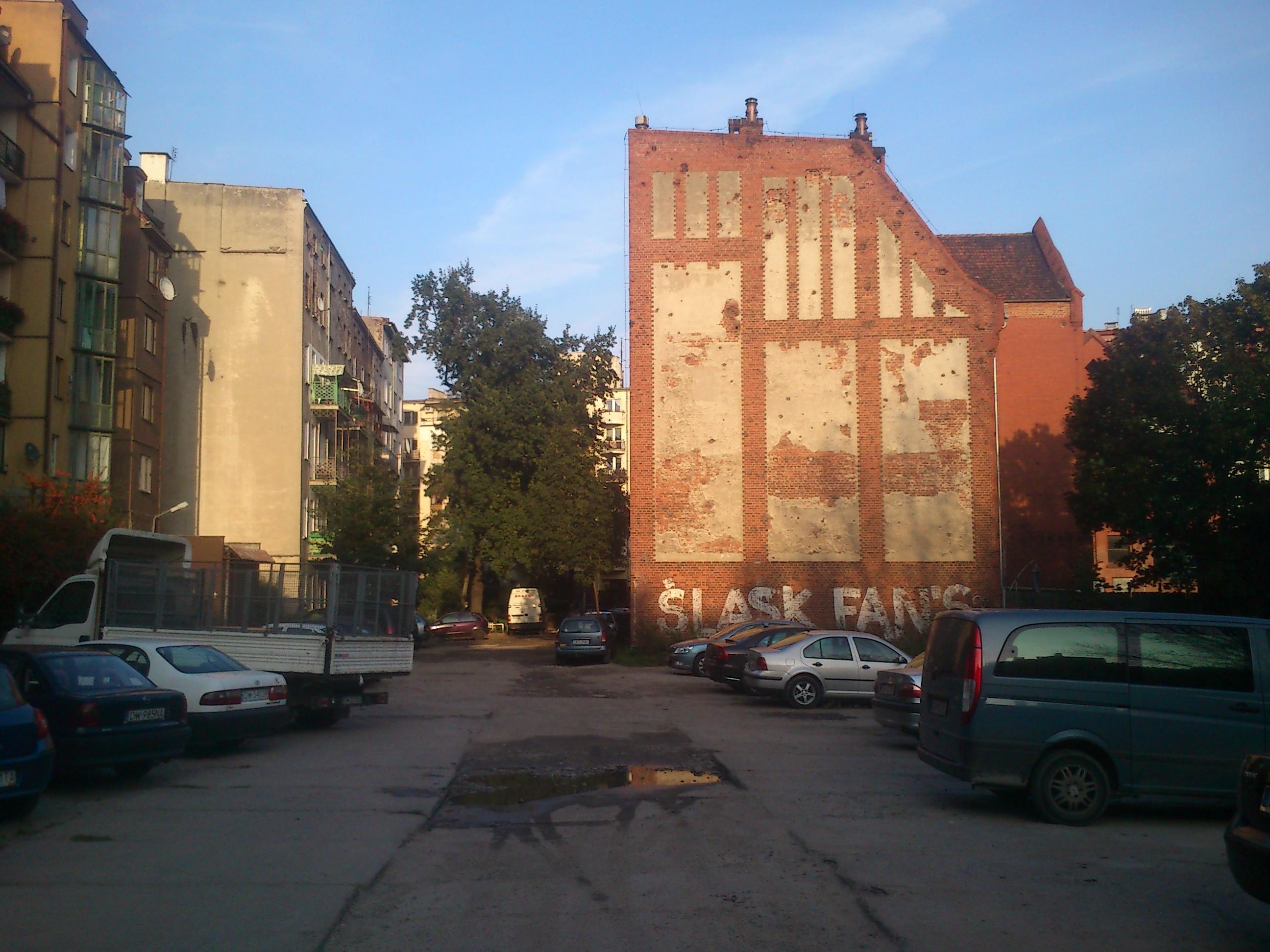 Podwórze niedaleko ulicy NaSzańcach