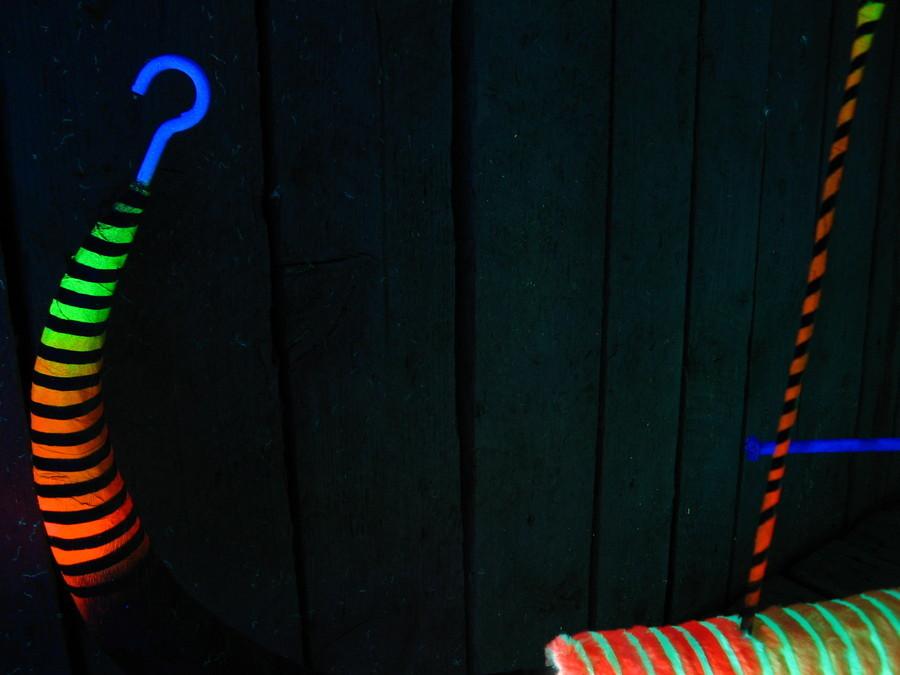 Tarcza Planetarna – Rdzeń, 2013, 140 x 140 x 89 cm drewno, tektura, paper-mache, tykwa, bibuła, sztuczne futro, stal, gwoździe, akryl, druk napapierze, pigment farby wproszku, fot.Leon Tandetas