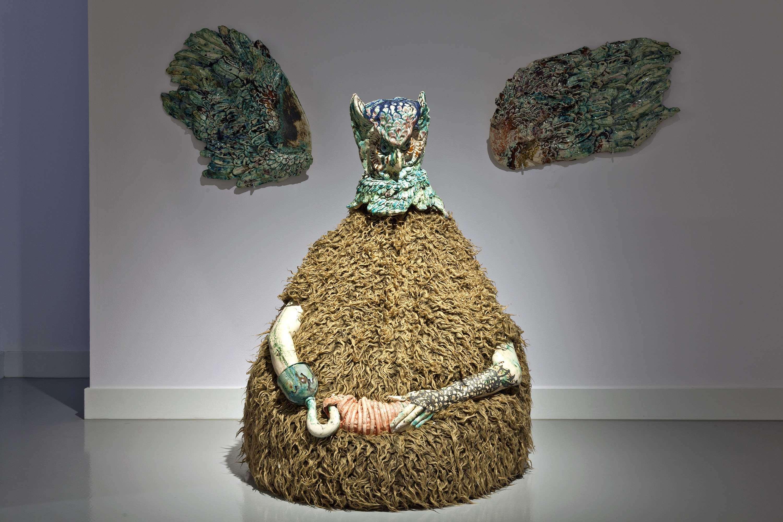 Kris Lemsalu, WMojejWannie Jestem Kapitanem, 2012, obiekt, ceramika, materiał, metal