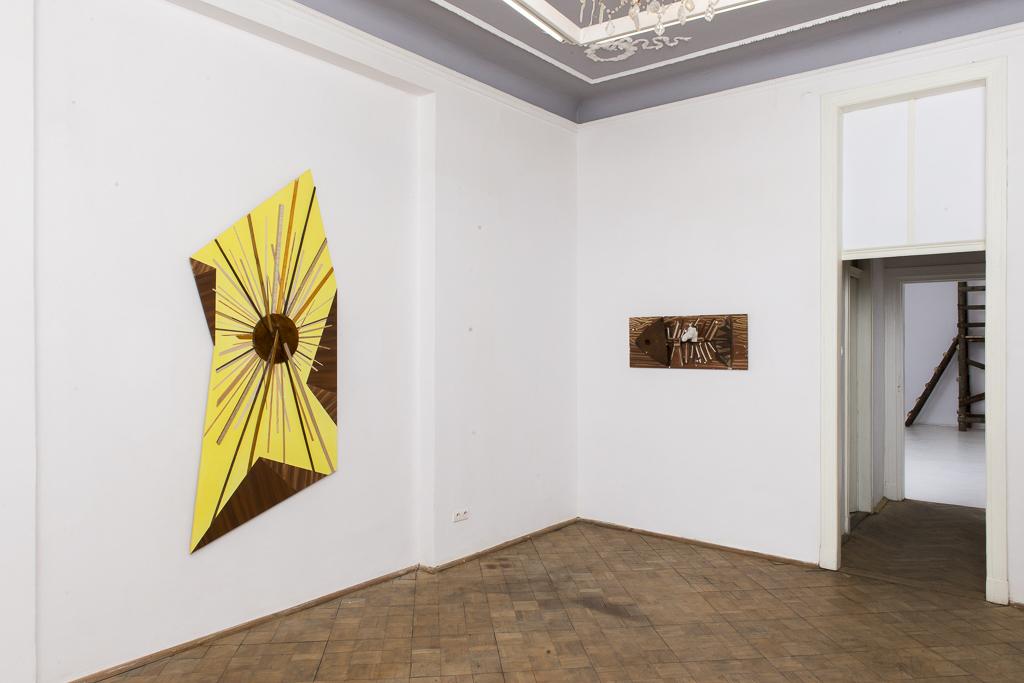 Jan Mioduszewski, Słońce Peru, 2014, akryl, listwy napłycie mdf; Ryba, 2014, olej napłycie stolarskiej, elementy drewniane, gips