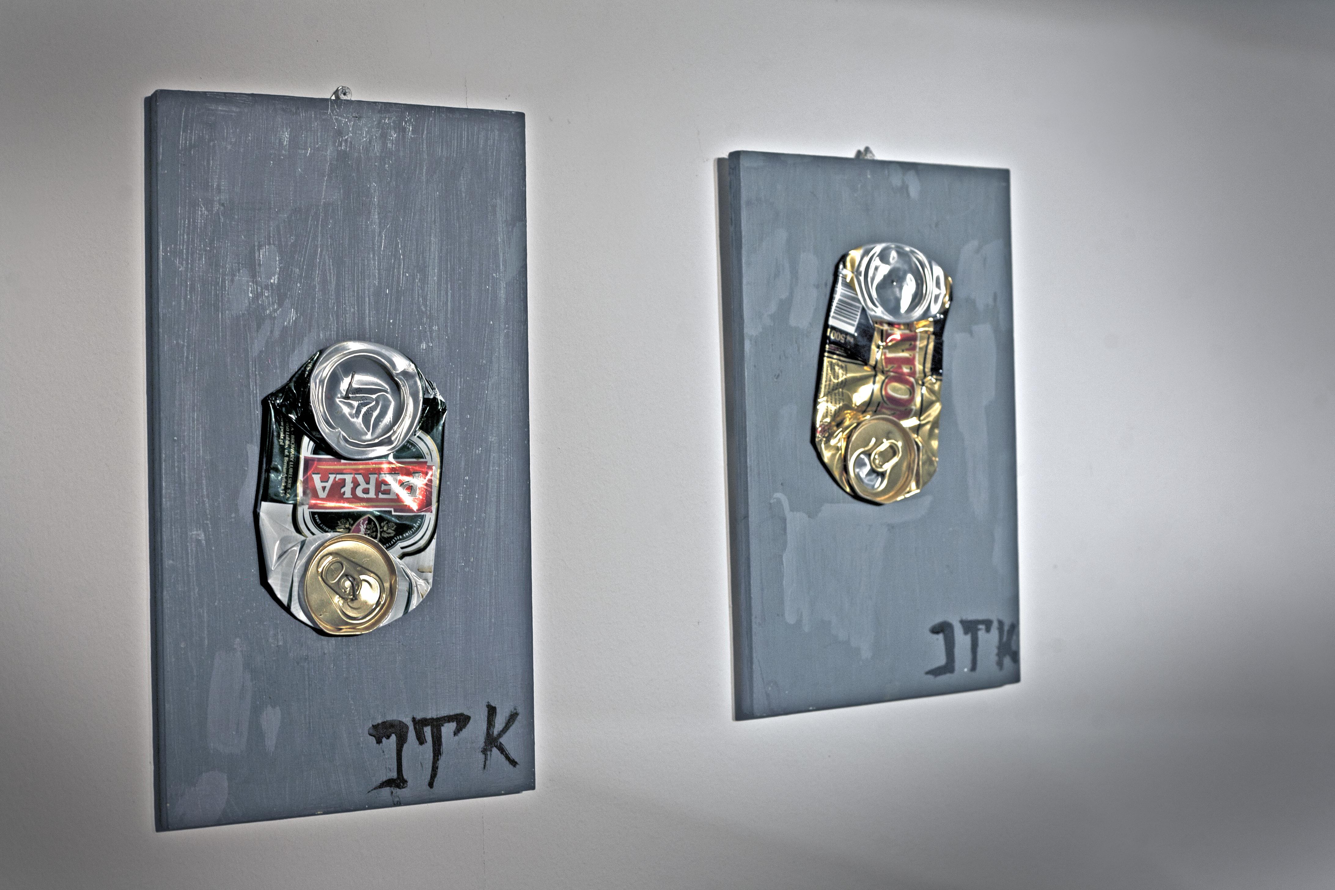 Józef Tomczyk Kurosawa, obrazy zdoklejonymi puszkami popiwie, Galeria Miasta Ogrodów, Katowice
