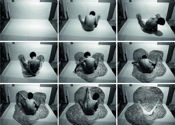 Matej Frank, Przestrzenie, druk cyfrowy, cykl fotografii dokumentujacy performans, 105 x 150 cm, Nagroda Prezesa Piotra M. Śliwickiego