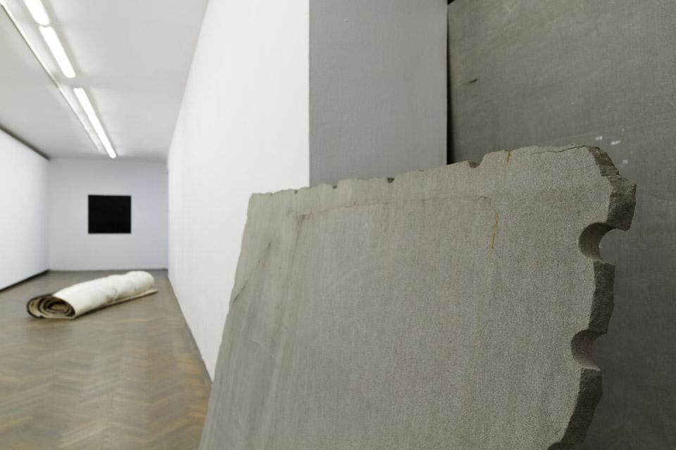 Justyna Kisielewska beztytułu, 2012 olej nakamieniu, 180 x 140 cm
