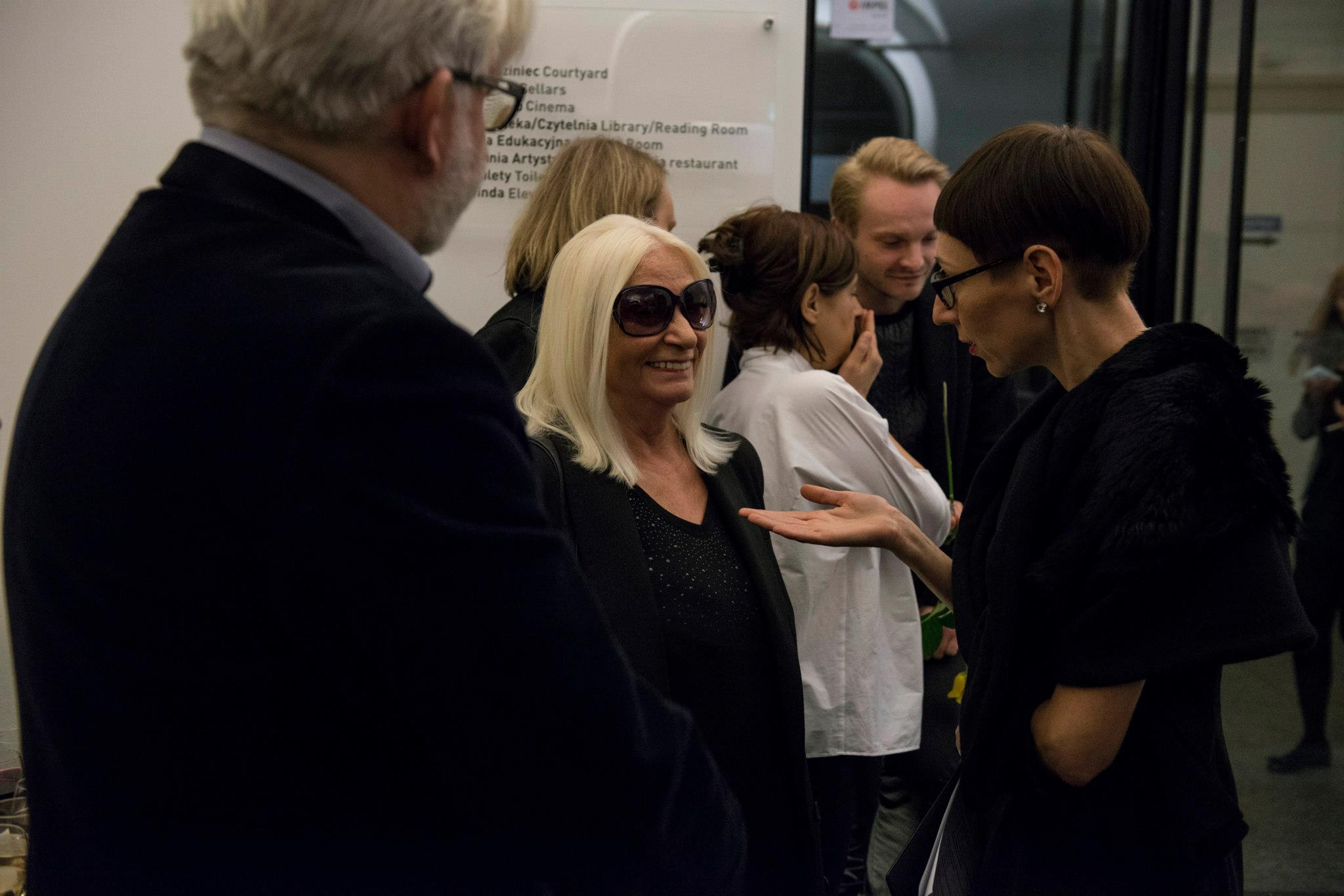 Wernisaż wystawy Natalii LL Secretum et Tremor, nazdjęciu: Natalia LL, Małgorzata Ludwisiak, Ewa Gorządek, Romuald Demidenko