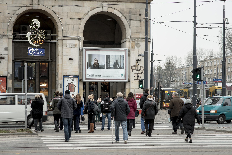 Cykl portretów Jasmine Bakalarz nabillboardach naulicach Warszawy