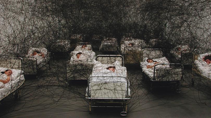 """During Sleep"", 2002, Kunstmuseum Luzern, Szwajcaria, fot.Sunhi Mang"