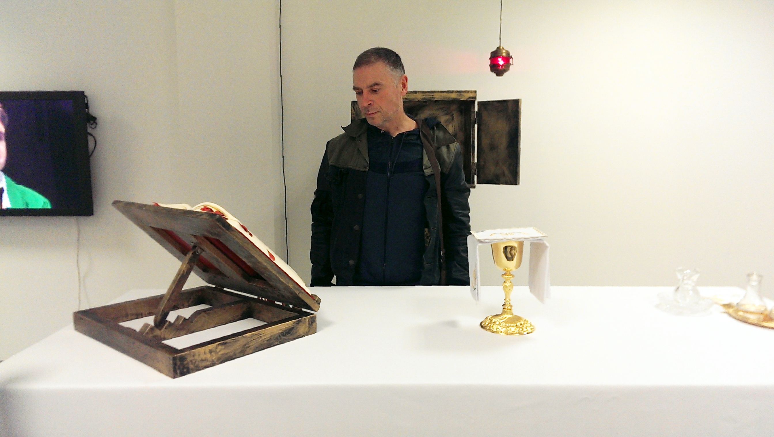 Paweł Althamer nawystawie Artura Żmijewskiego wPaństwowej Galerii Sztuki