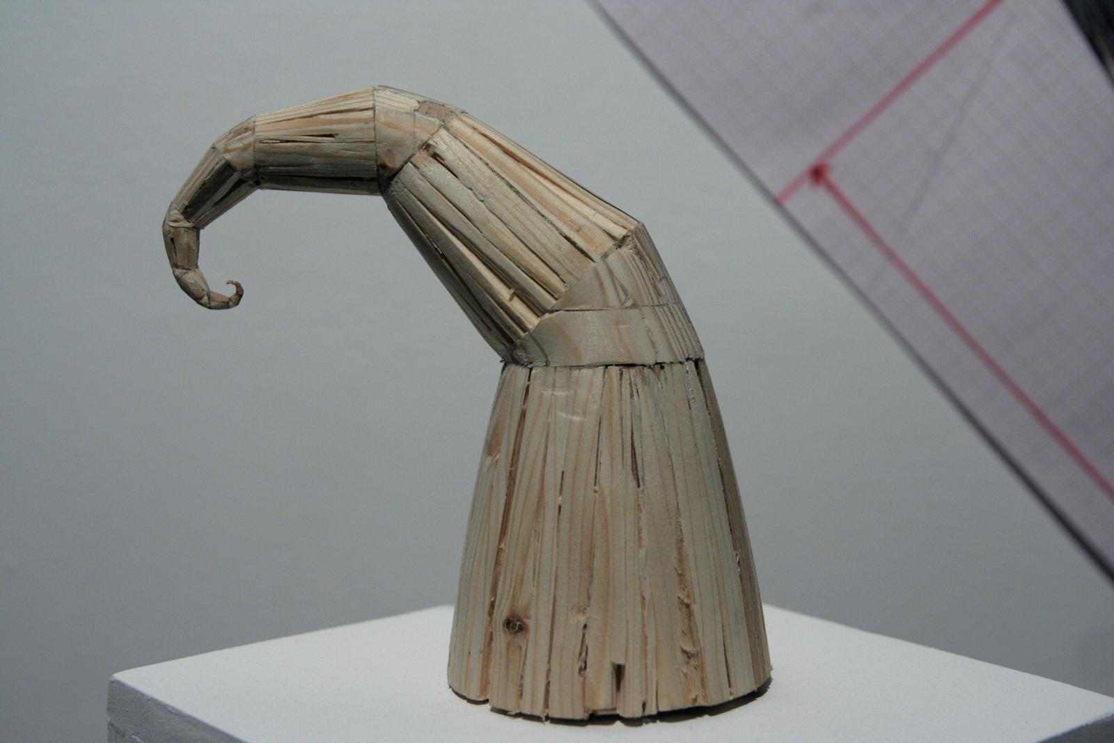 9.Szymon Kobylarz, Beztytułu (1-11), obiekt, drewno, 2015