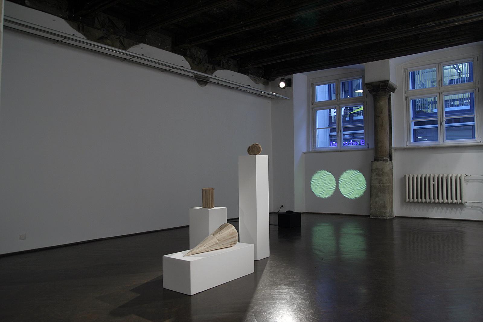Symulacje, widok wystawy, dzięki uprzejmości Galerii Entropia
