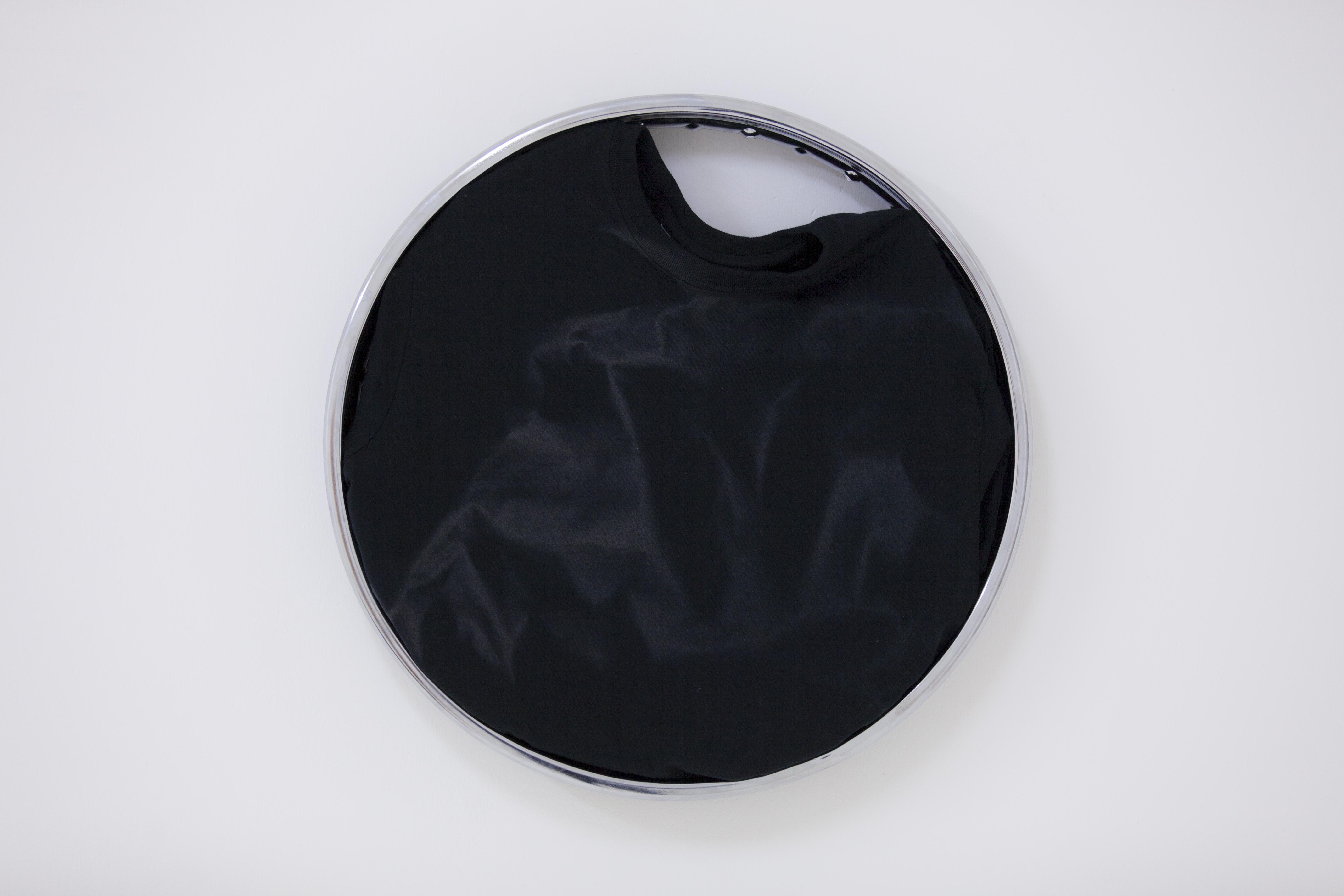 Anna Bąk, Open out like arose losing itself petal bypetal I, nasłoneczniona koszulka, felga aluminiowa, 2015