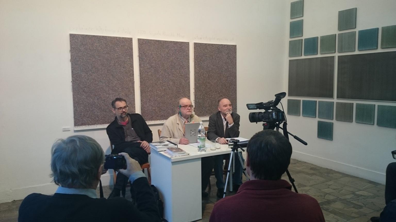 Dyskusja wgalerii XXI, odlewej: Sławomir Marze, Przemysław Kulik, Jan S. Wojciechowski