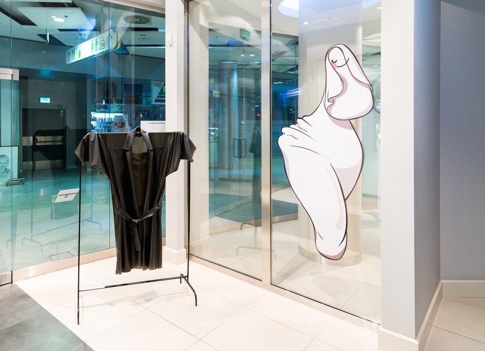 Anna Gloria Flores, Hydra Coat, 100x50cm, 2015 , poprawo Juice, Beata Wilczek, Beeba, 180x70cm, 2015