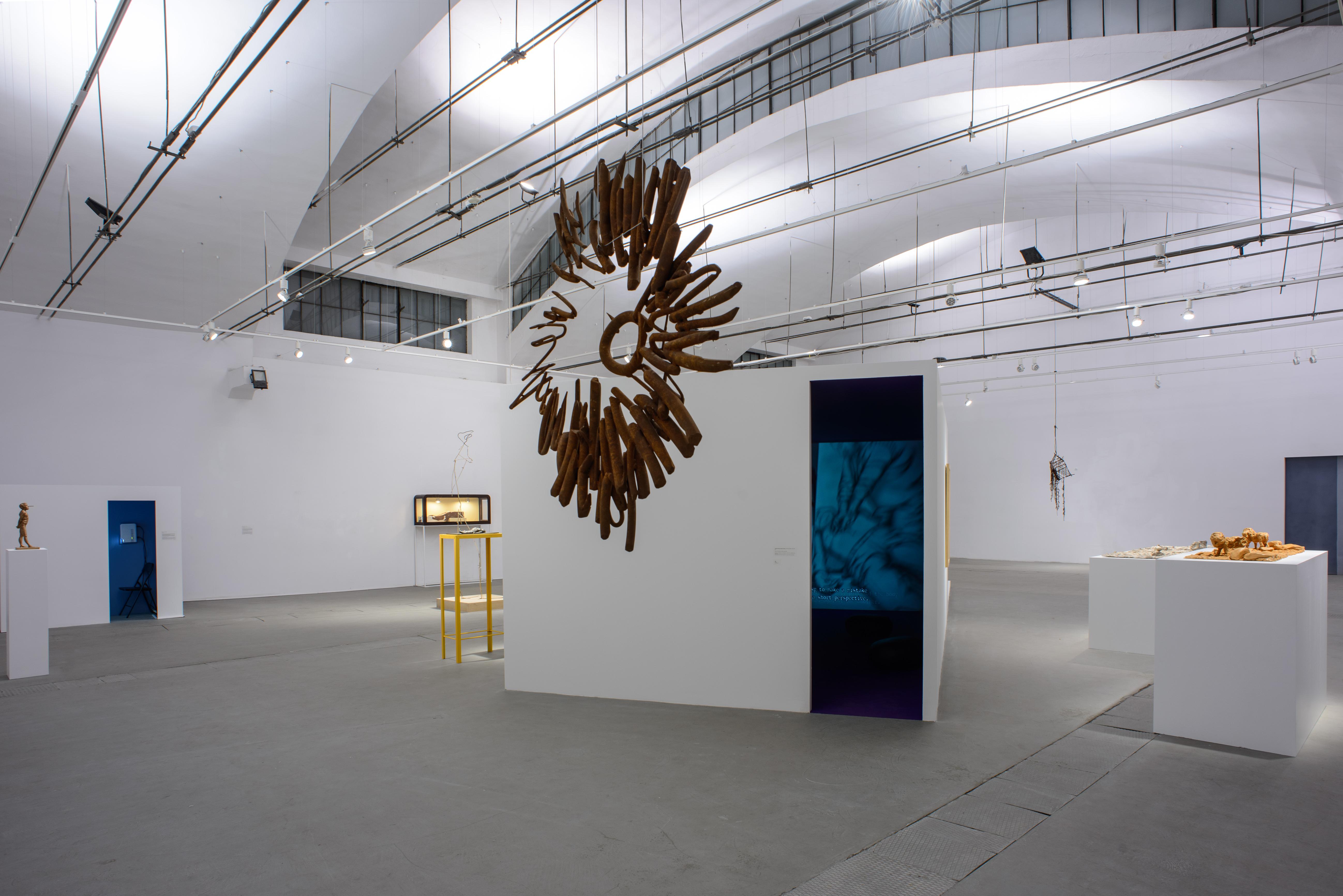 Widok wystawy, napierwszym planie: Olaf Brzeski, Blask, 2013