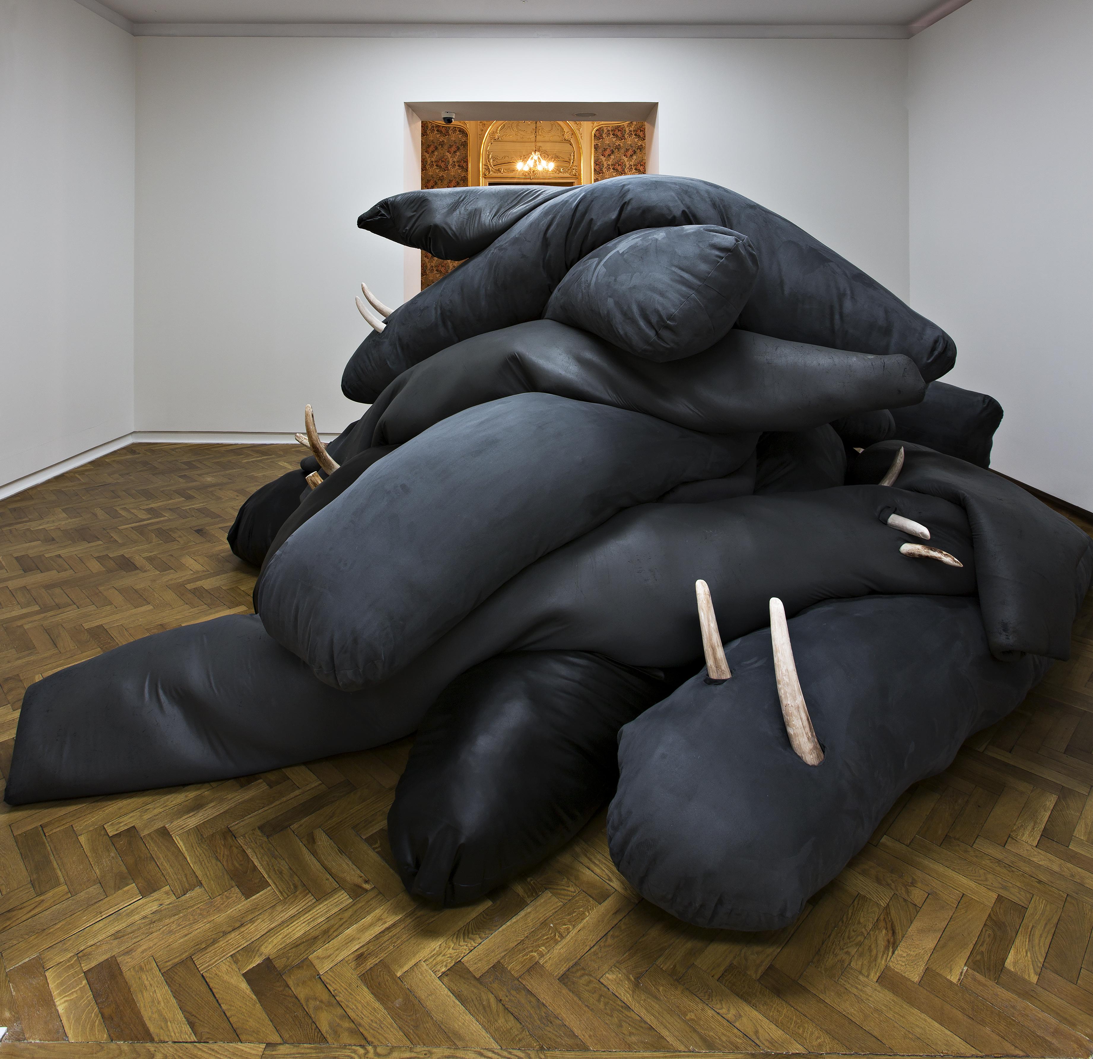 Malinowska, Morsy; Walruses, 2014 (rzeźba) Autoportret jako zazdrość oczłonka; Self-Portrait As Penis Envy, 2012