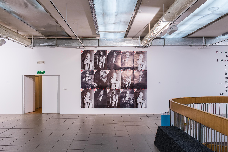 Sven Marquardt, kompilacja plakatów napotrzeby wystawy Berlin Artists' Statements, Galeria BWA wKatowicach