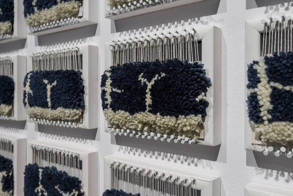 Piotr Bosacki, Film dywanowy, 2014, 50 prac wykorzystanych wanimacji Film dywanowy zcyklu Die Kunst der Animation; dywan, rama drewniana