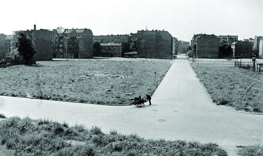 Wrocław, lata 60-te, fotografia Tomasza Olszewskiego zezbiorów Muzeum Architektury weWrocławiu