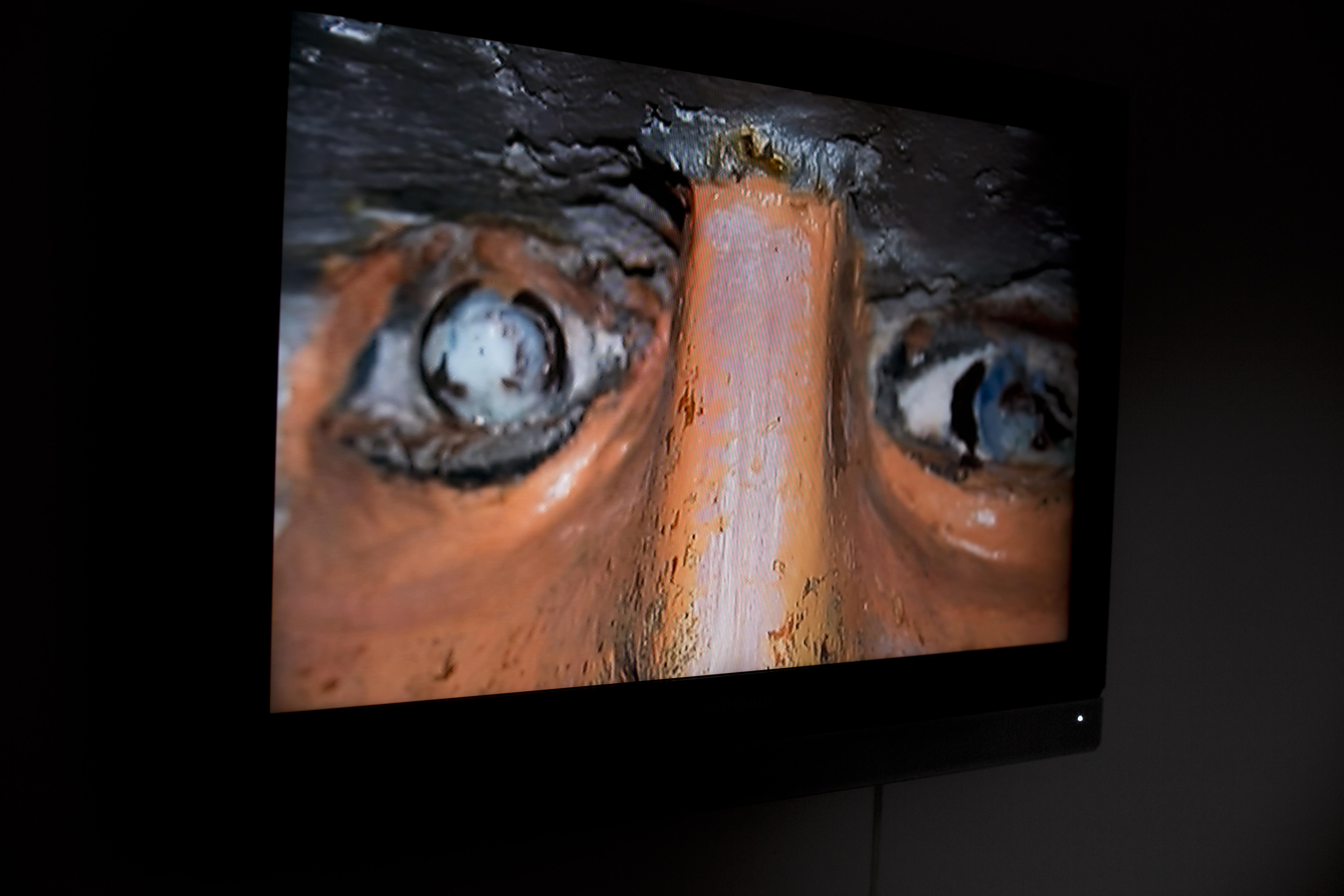 """Marek Wasilewski """"Jaskinia zdrady"""" (jednokanałowe wideo, pokaz slajdów wykonanych wsanktuarium wLicheniu)"""