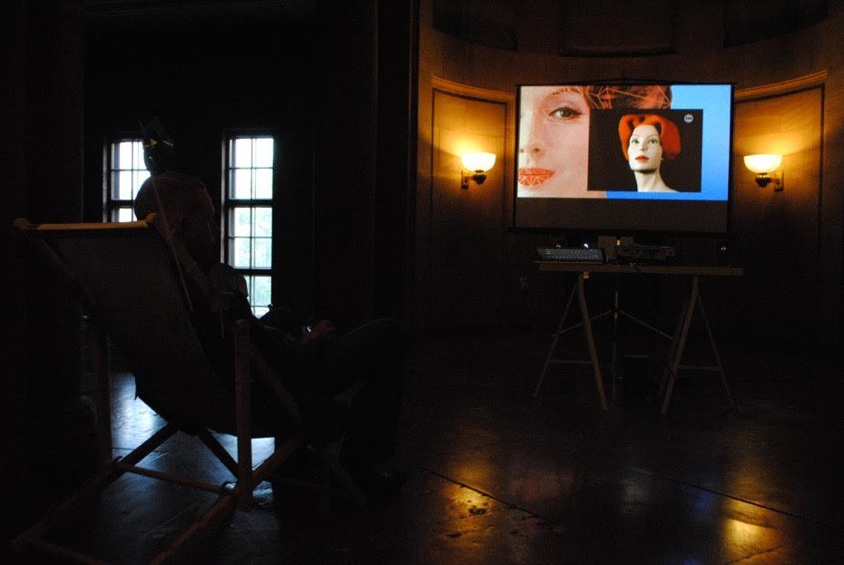 Andrea Palašti 10 łatwo dostępnych obrazków, które zrobią zciebie prezydenta/10 Easy-To-Get Images toMake you Look like aPresident, Galeria Fotografii pf
