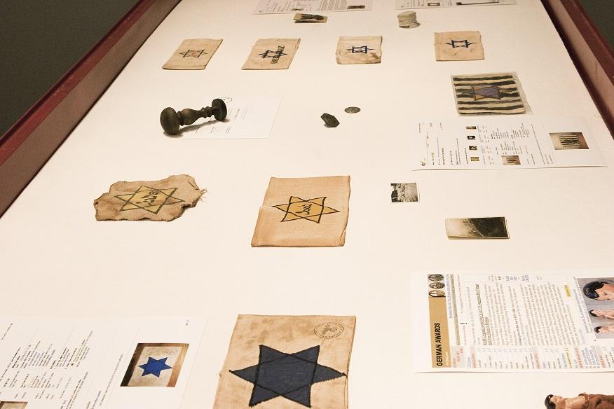 Erez Israeli, Moja kolekcja zeBaya #1, 2009 instalacja dzięki uprzejmości E. Israeli, Givon Art Gallery