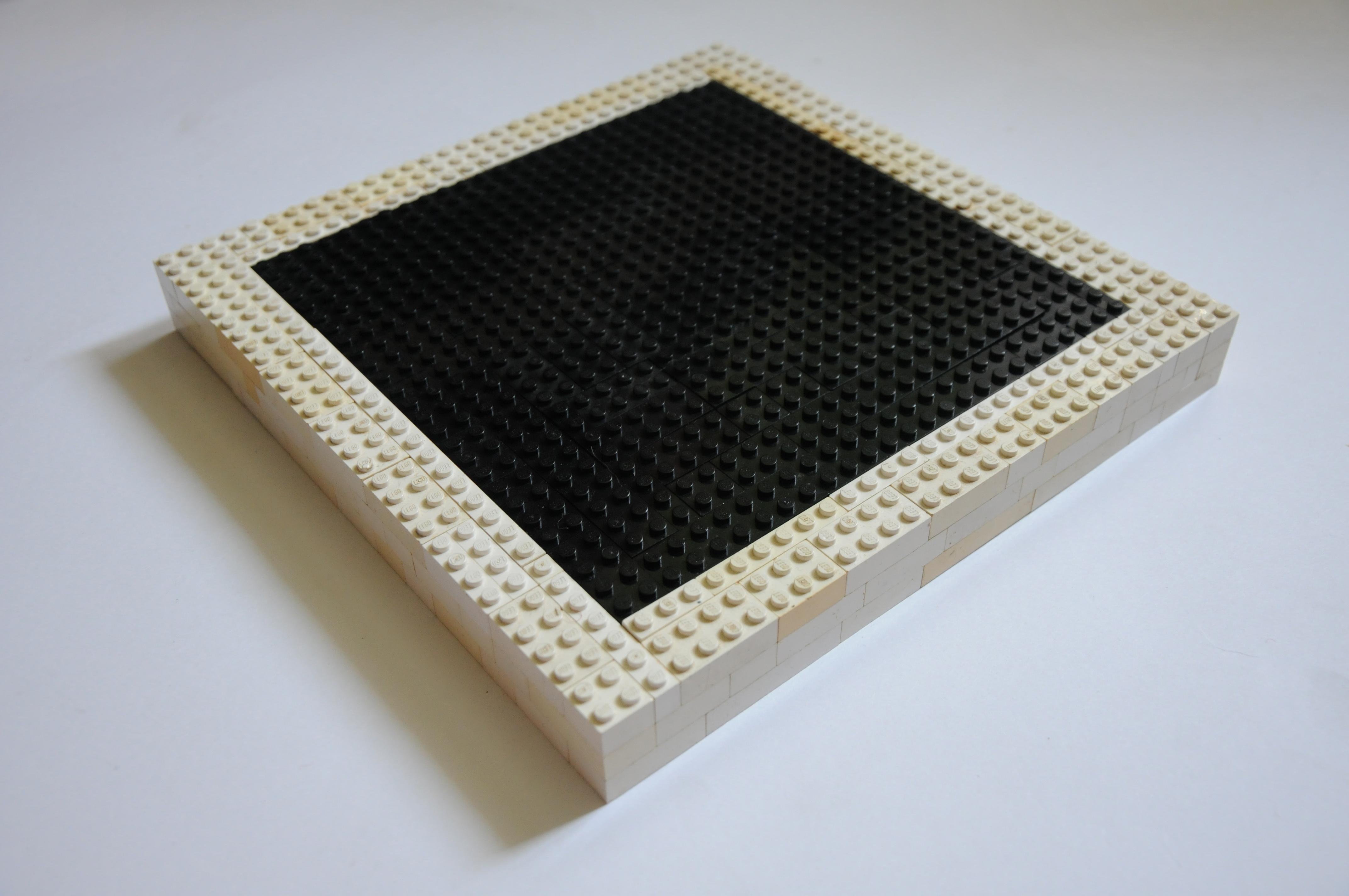 Czarny kwadrat zbiałą obwódką, obiekt archiwalny