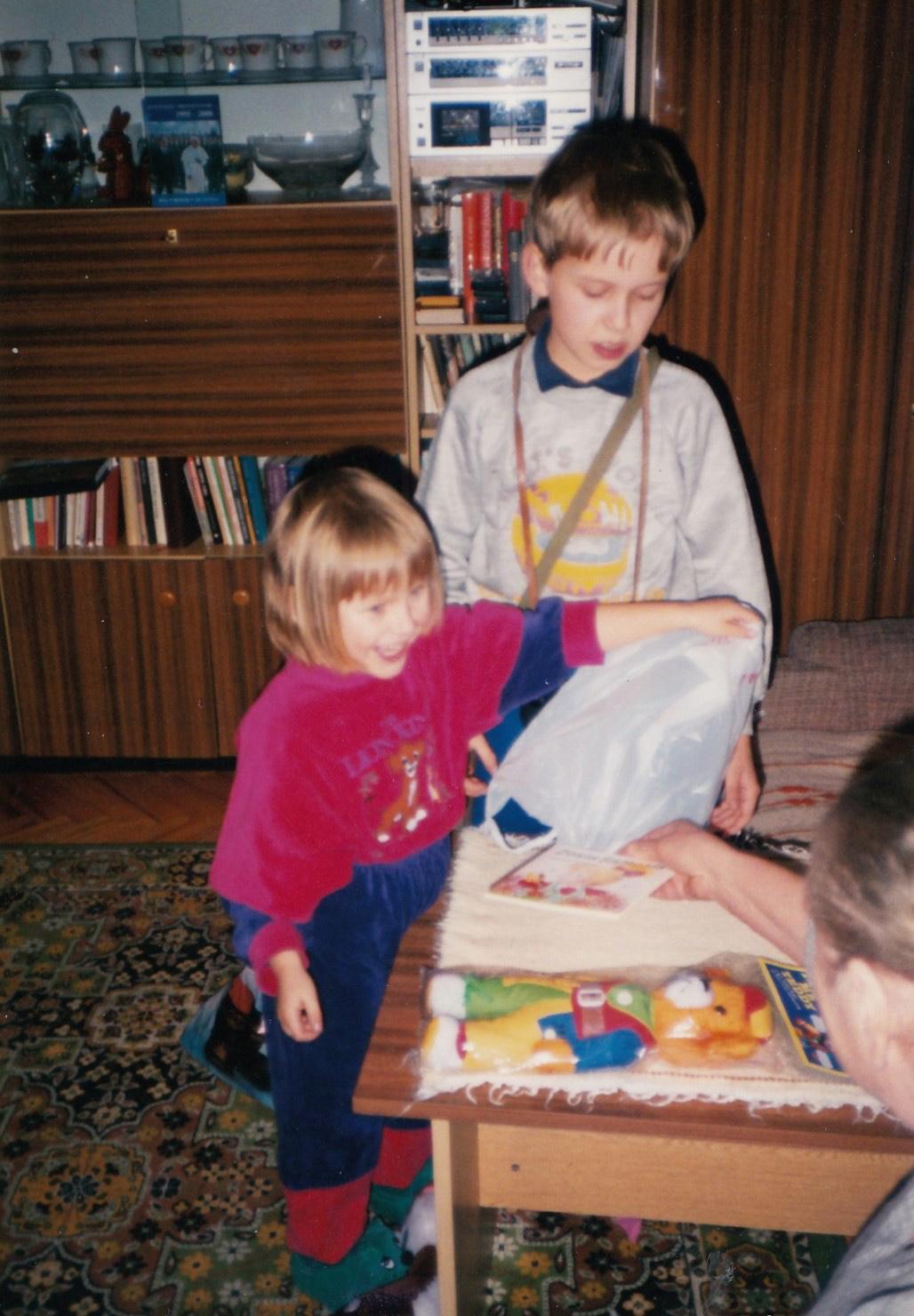 Radosne rozpakowywanie darów zeStanów, 1996