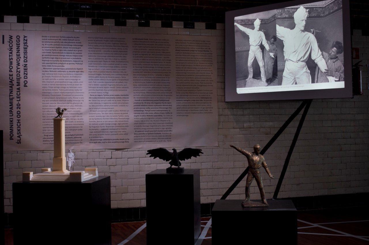 Część wystawy poświęcona pomnikom upamiętniającym powstańców śląskich