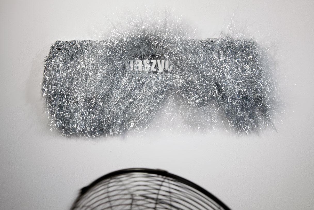 """Yael Frank, """"Śpiąc wnaszych łóżkach / Sleeping in our beds"""", instalacja / installation, 2012. Dzięki uprzejmości artystki orazGalerii Labirynt wLublinie"""