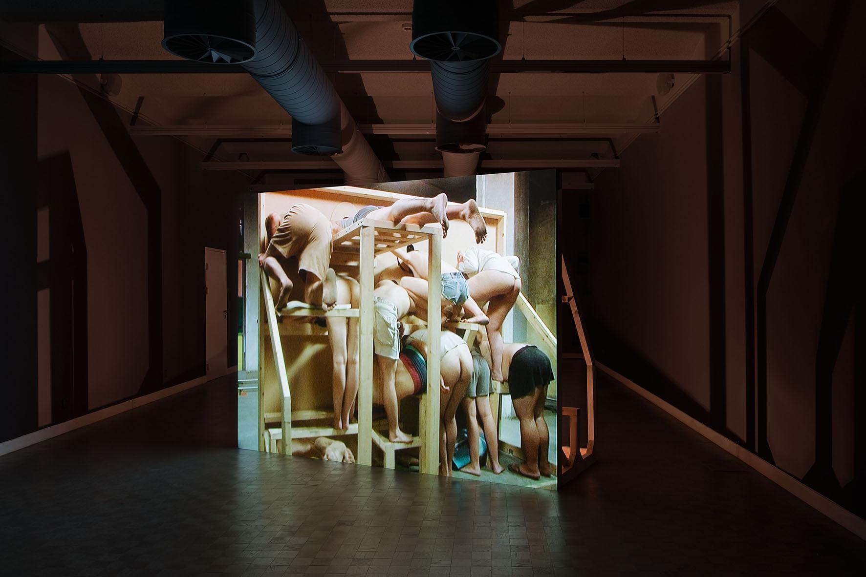 Gilad Ratman, Multipillory, instalacja