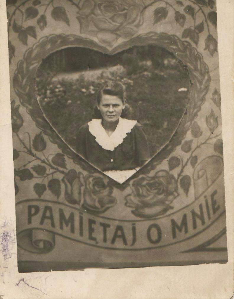 Pamiątkowa fotografia koleżanki zII wojny czasów, ofiarowana babce parę lat powojnie, 1951