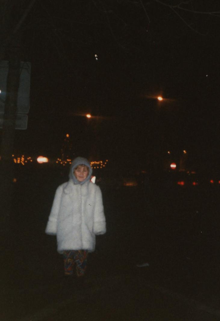 Idę asfaltówką doszkoły wśnieżnobiałym płaszczyku zniedźwiedzia polarnego, mijając tiry pędzące naUkrainę, 1999