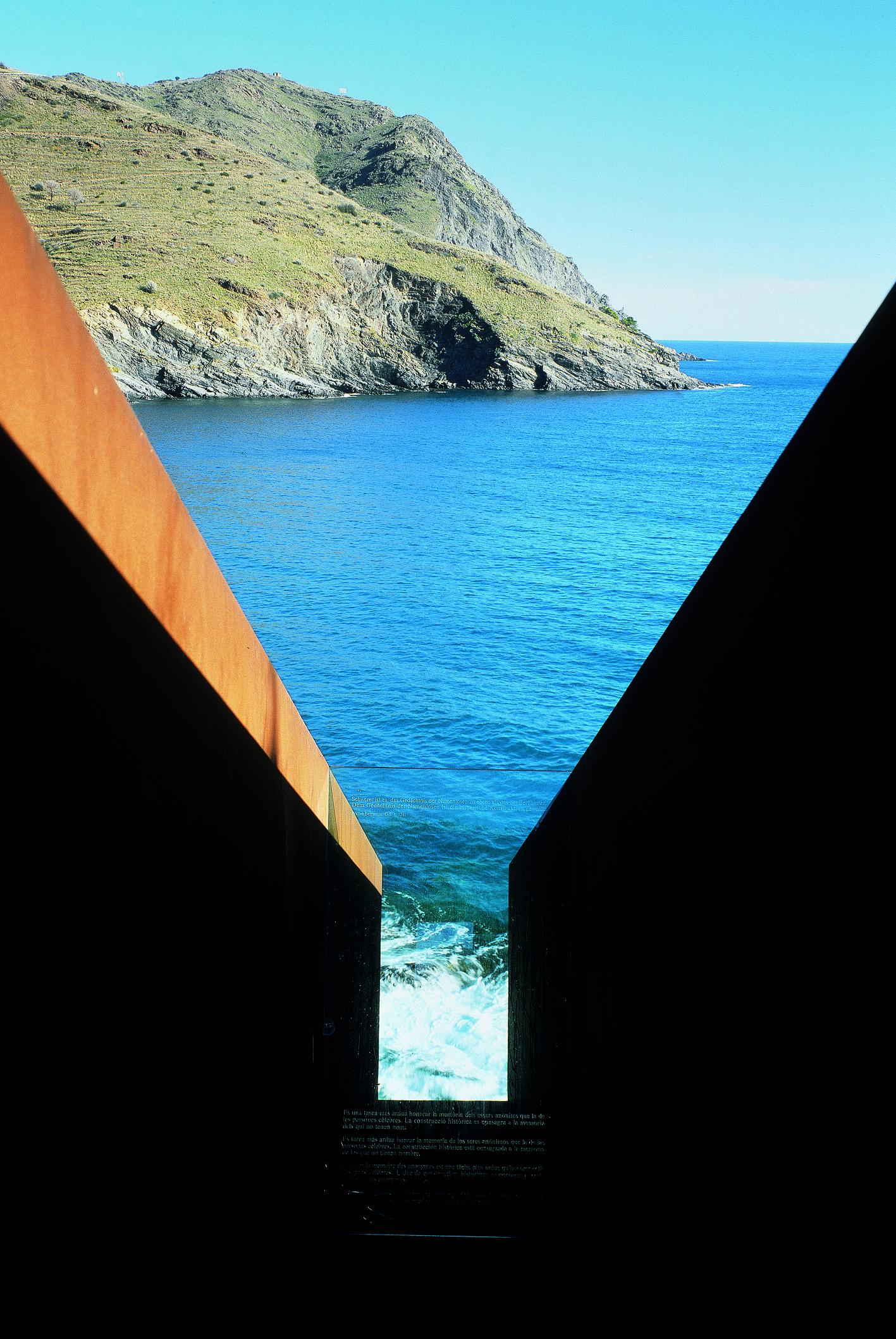 6. Pasaże, Miejsce Pamięci Whołdzie Walterowi Benjaminowi, 1990-1994 Portbou, Hiszpania