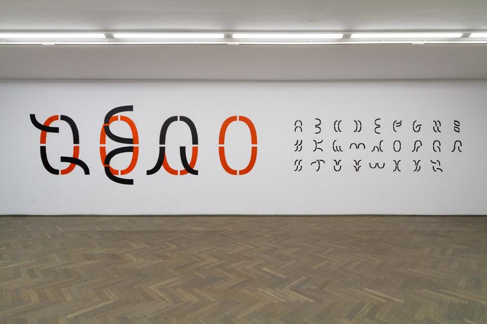 Ferenc Gróf The real character / Zero alphabet, 2015 malarstwo ścienne, szablony