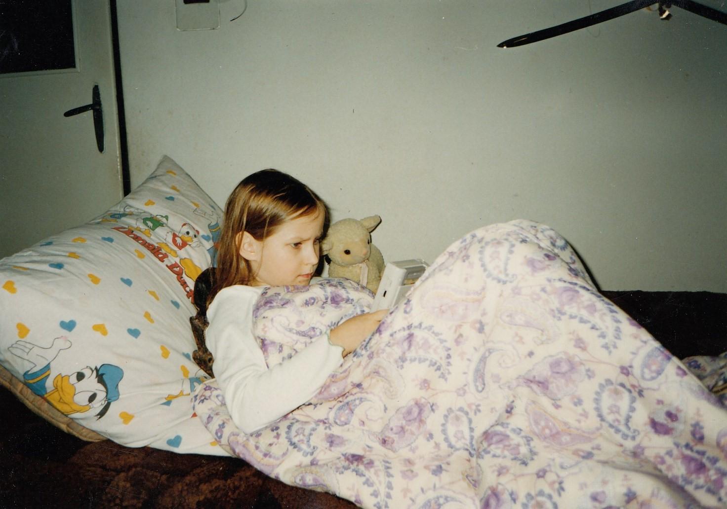 Wsparta napoduszkach, bywerniksem damarowym niezakrztusić się, zabijam czas grając wTetris naGame Boyu, 1999