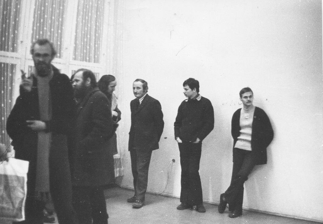 Otwarcie wystawy Jerzego Kałuckiego, Galeria  Akumulatory 2, grudzień 1973 (odlewej: Andrzej         Kostołowski, Jerzy Kałucki, Piotr Piotrowski, Andrzej Jur)