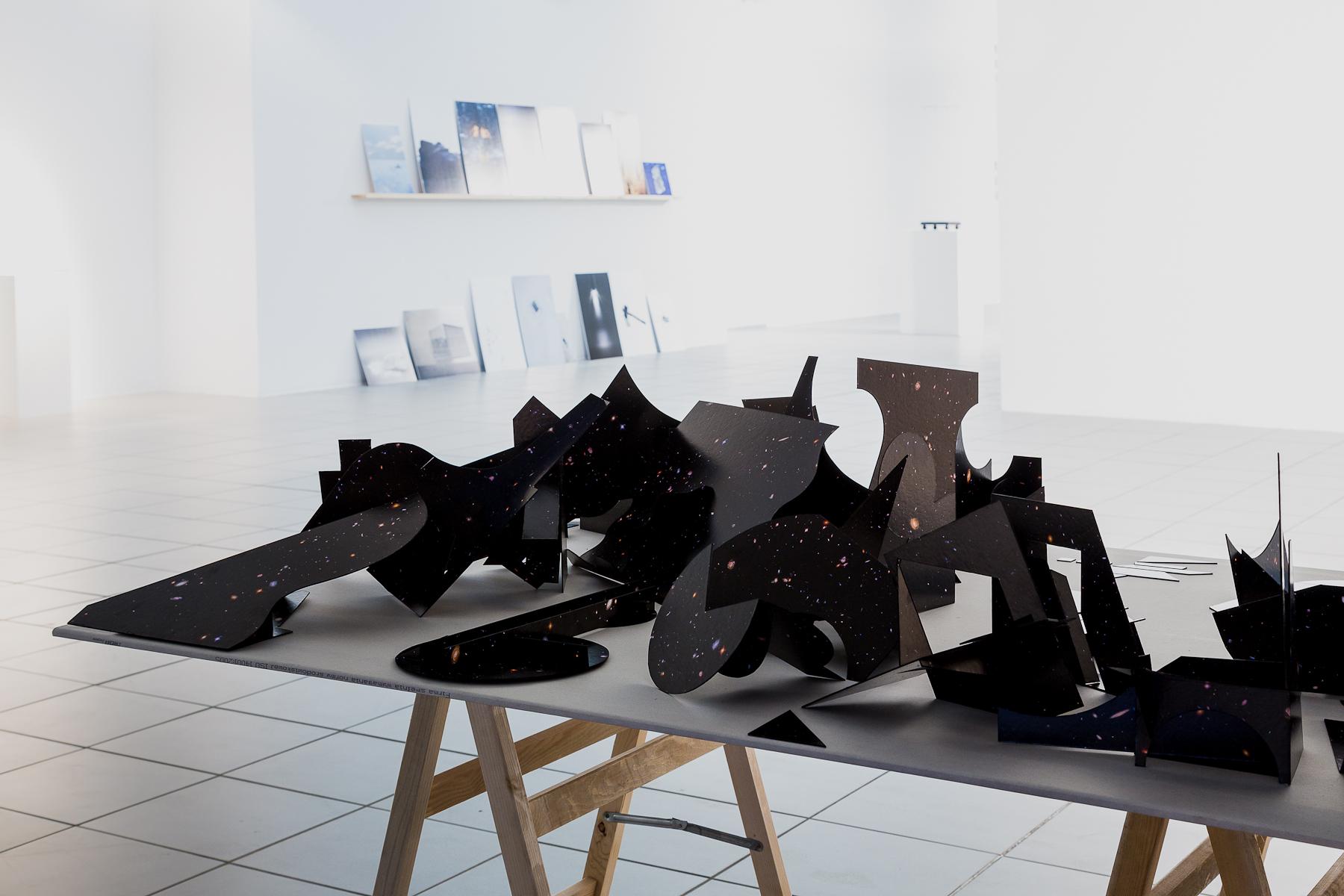 Kornel Janczy, Mapa nieba, farba akrylowa natekturze, instalacja, 2015