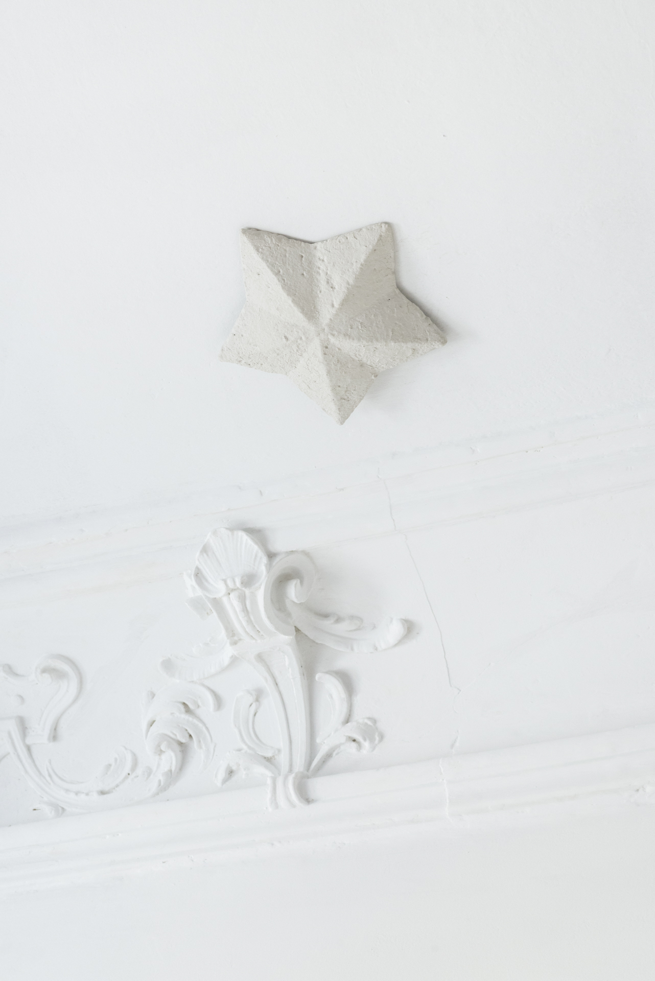 Natalia Wiśniewska, The sky's the limit of temptation, 2015, instalacja, gips