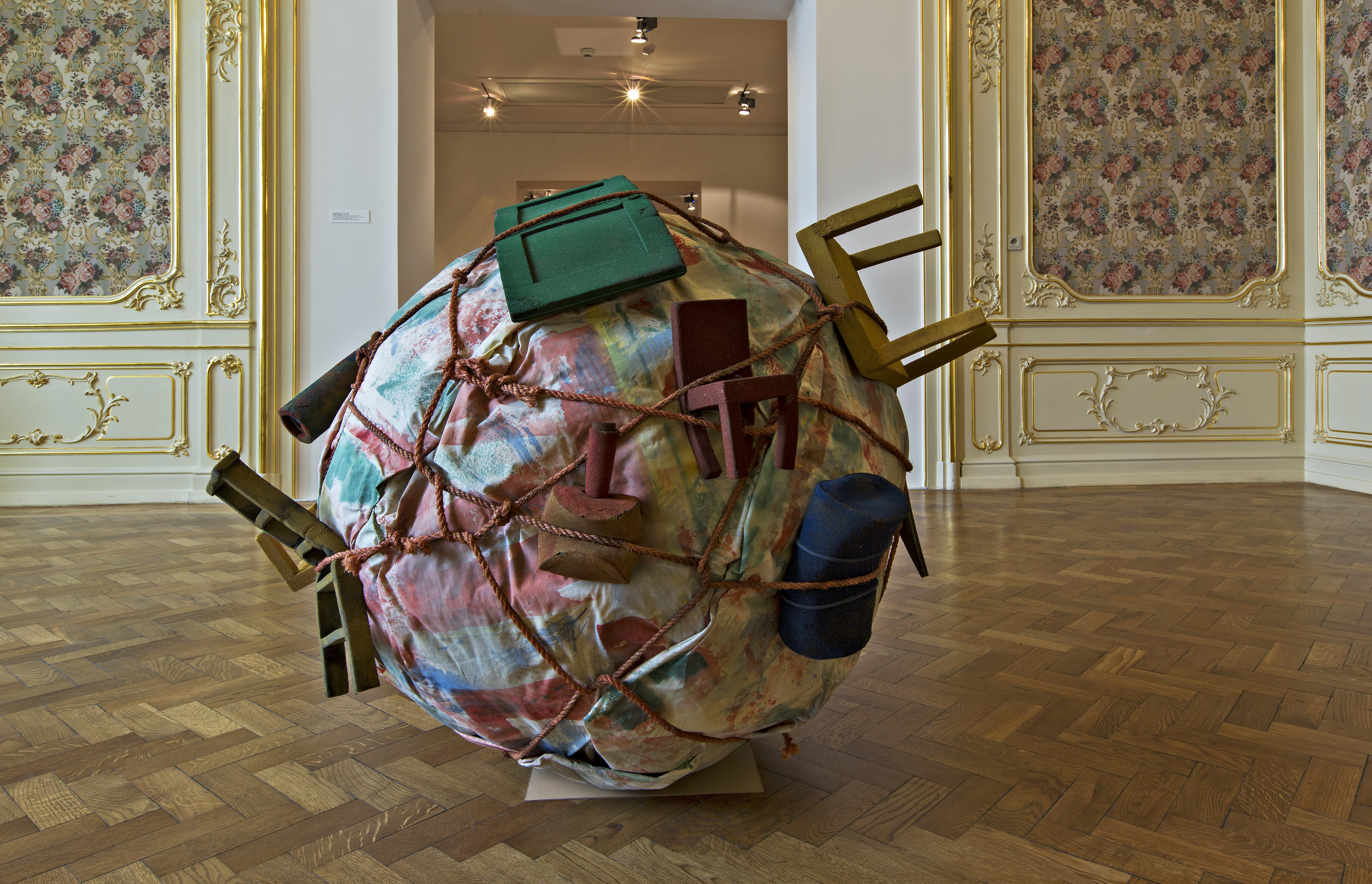 Claes Oldenburg, Coosje van Bruggen, prototyp Houseball, 1985