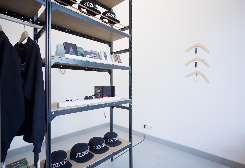 Sklep przymuzealny, widok wystawy